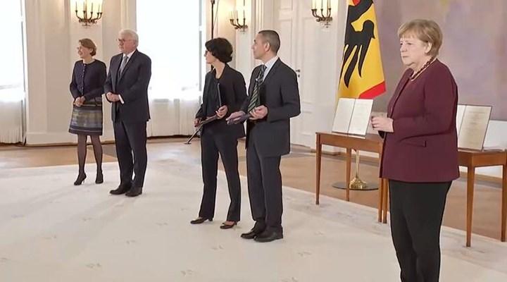 Almanya'da Özlem Türeci ve Uğur Şahin'e Liyakat Nişanı verildi