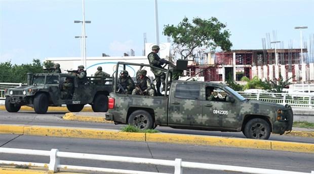 Meksika'da uyuşturucu kartelleri polis konvoyuna saldırdı: 13 ölü